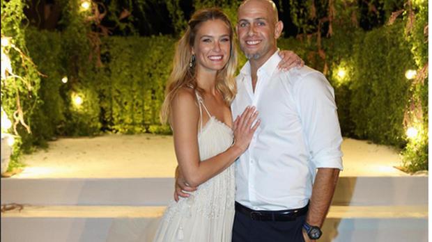 Bar Refaeli zeigt nach ihrer Hochzeit mit Adi Ezra endlich ihr Kleid