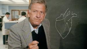 Jack Klugman als Dr. Quincy.