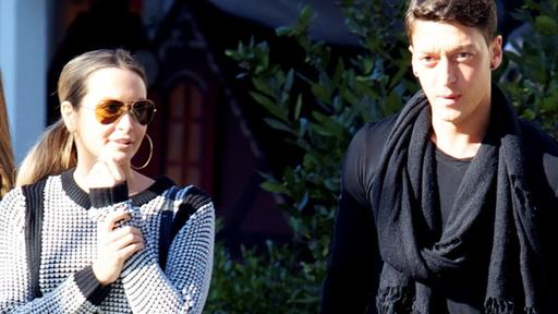 Was luft da? Mandy Capristo und Mesut zil beim Shoppen in Madrid erwischt.