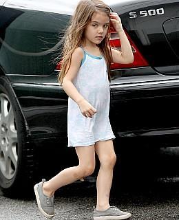 Suri Kleid Frieren Katie Holmes Schal Tom Cruise