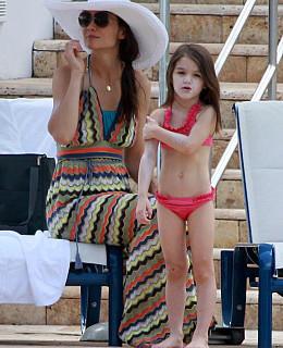 suri cruise katie holmes hotel pool miami beach