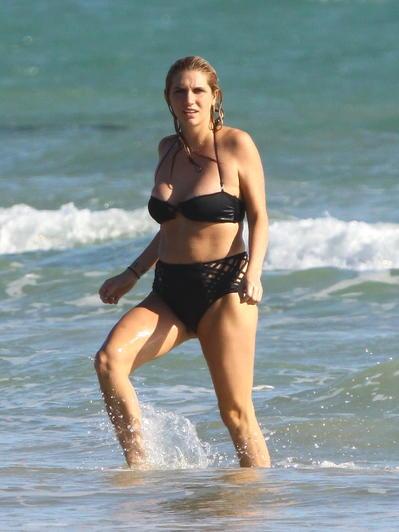 Strand-Beasties Stars im Bikini